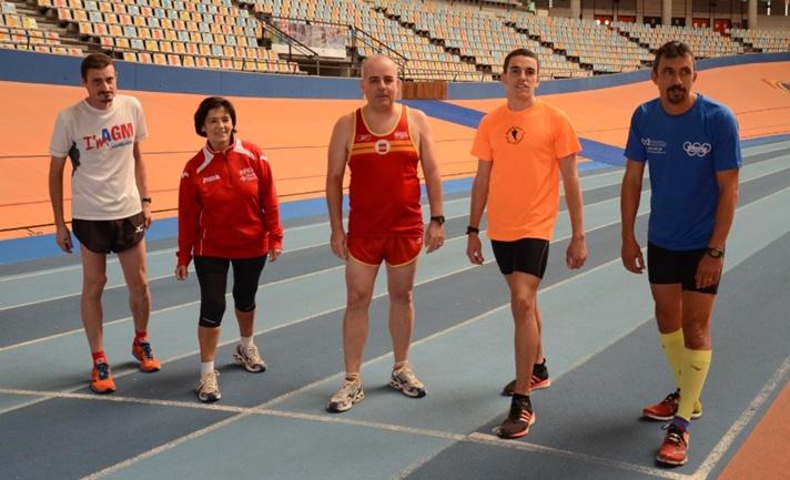 Los jueces de atletismo se visten de corto /Els jutges d'atletisme es visten de curt