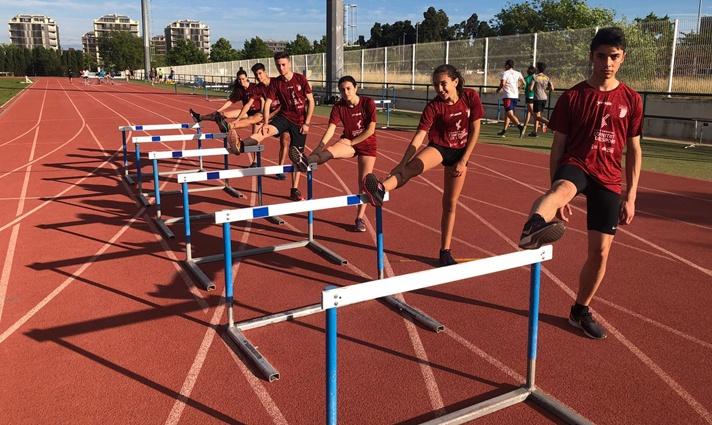 Los atletas del programa 'FER Futur' de concentración en Sagunto/Els atletes del programa 'FER Futur' de concentració a Sagunt
