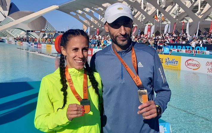 Yesica Mas y Hassane Ahouchar, campeones autonómicos de maratón/Yesica Mas i Hassane Ahouchar, campions autonòmics de marató
