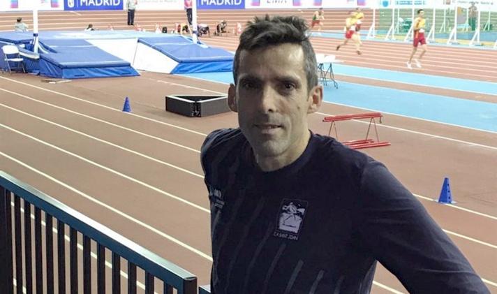 Fernando Crespo bate el record de España master en 100m/Fernando Crespo bat el rècord d'Espanya màster en 100m