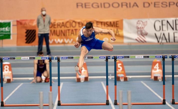 Va a caer el récord del 60 metros vallas/Caurà el rècord del 60 metres tanques